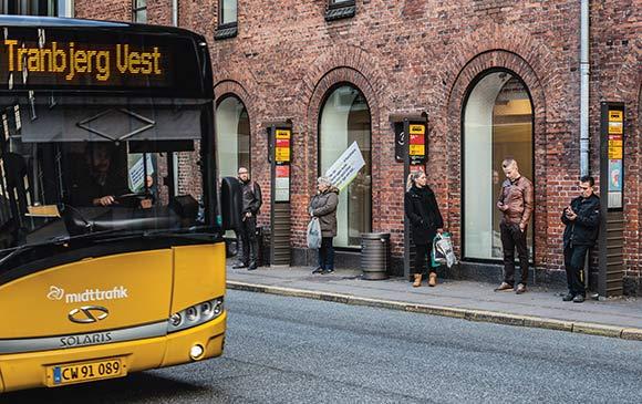 Antenneforeningens nye medlemsbutik ligger centralt placeret i den travle busgade.