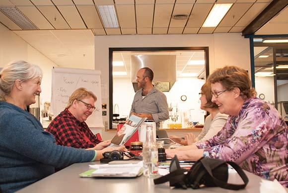 Skræppens skribenter holdt skrivelørdag i Livsværksstedernes Café Vita. Foto: Espen Swane
