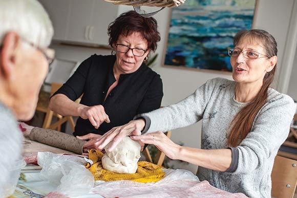 Alle er velkomne i Holmstrups keramikklub. Også beboere uden for Holmstrup.
