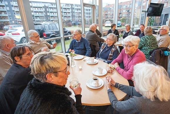 Henved 15 beboere var mødt frem til fredagscafé i vinterferien.