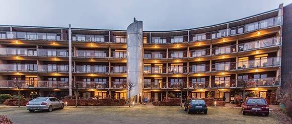 Afdeling 22, Sonnesgården  Etagebyggeri opført i 2003 – 5 etager 95 seniorboliger fra 69-124 m2, heraf 75 % som medejerskab Fælleshus med køkken, storskærm og bibliotek Motionsrum, billard, bordtennis og værksted  4 gæsteværelser Fraflytning: ca. 1/3 af beboerne er fraflyttet siden 2003 Gåafstand til Rådhuspladsen