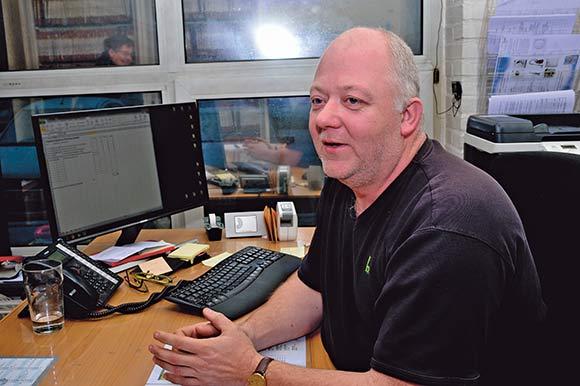 Flemming Lienhøft er varmemester for Brabrand Boligforenings cirka 500 lejemål i Hasselager.