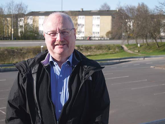 Jesper Pedersen stopper som formand for Brabrand Boligforening. Men knægten fra Søvangen vil gerne fortsætte i foreningsbestyrelsen, fordi der stadig er udfordringer at tage fat på.