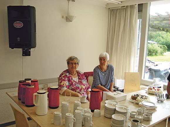 Pensionistklubben med kaffe og kage.