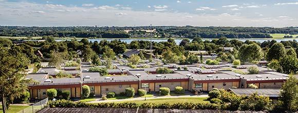 Hans Broges Parken består både af blokbebyggelse og rækkehuse.
