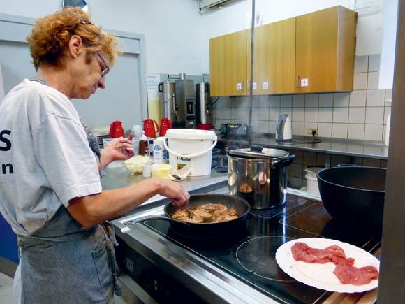 Der er lavet rigtig meget mad i Folkekøkkenet  gennem årene (arkivfoto)