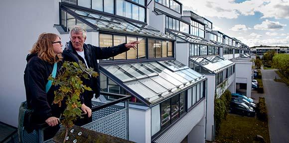 Rudolf Bay viser rundt i Holmstrup, hvor han har boet i 35 år.