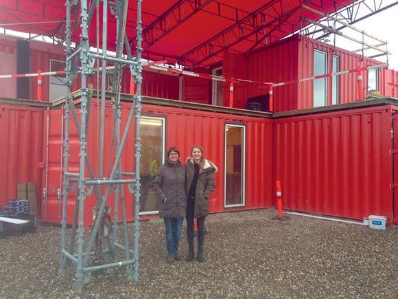 Yvonne Buer (t.h.) er ny daglig leder af Instant One, hvor hun får kontor sammen med Vibeke Dam Hansen (t.v.), der er infomationsmedarbejder på Helhedsplanen.