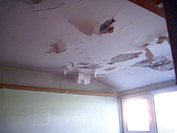 Heldigvis var det kun et værelse i huset, der så så medtaget ud.