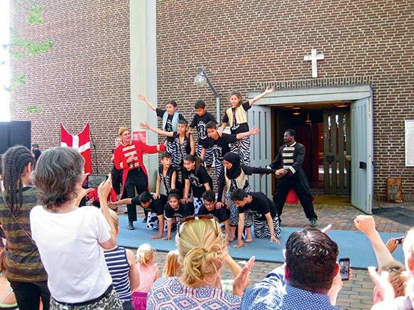 Grundlovsdag i Gellerup blev fejret med kirken.