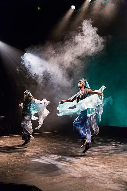 Dapkedanserne imponerede de fremmødte med deres farverige dans