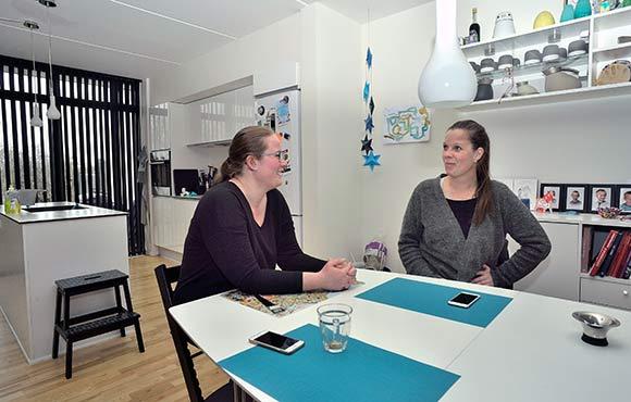Mia Rahbek og Pia Dahlgren holder af afdelingen på trods af begyndervanskeligheder.