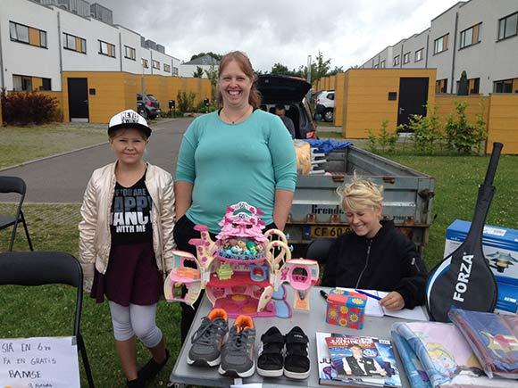 Nanna, Belinda og Nicklas var kommet helt fra Pindstrup for at sælge lopper.