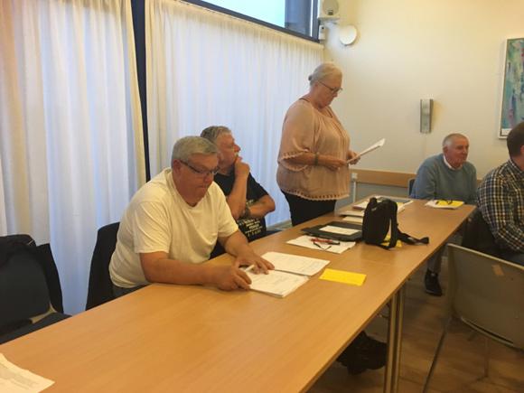 Skovhøjs bestyrelsesmedlemmer skiftedes til at fortælle beboermødet om årets gang i Afdeling 23. Fra venstre formand Benny Pedersen,Freddy Werner ogBirthe Kristiansen.