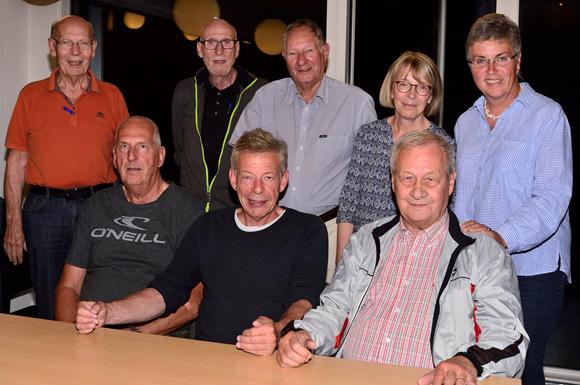 Sonnesgårdens bestyrelse: Bagest f.v.Finn Kejser, Ole Møller, Ib Frandsen, Inge Pedersen, Sonja Delfs. Forrest f.v..Erik Poulsen (1.-supp.), Jens Kragsnæs, Johannes Faghtmann.