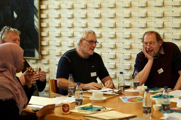 Holmstrups repræsentanter diskuterer driftssamarbejdet.