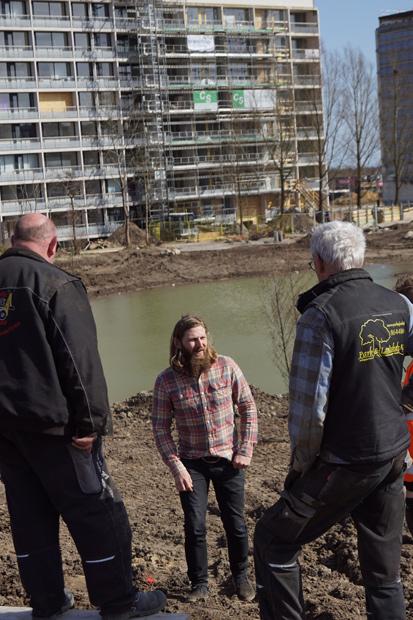 Søren Rostved fører tilsyn med både beplantningen og den sideløbende etablering af grill-faciliteter, legefaciliteter, pavillioner, bålhytter, broer, stier og trappe til søen.