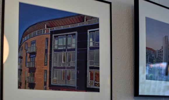 Nærbillede af bygning.
