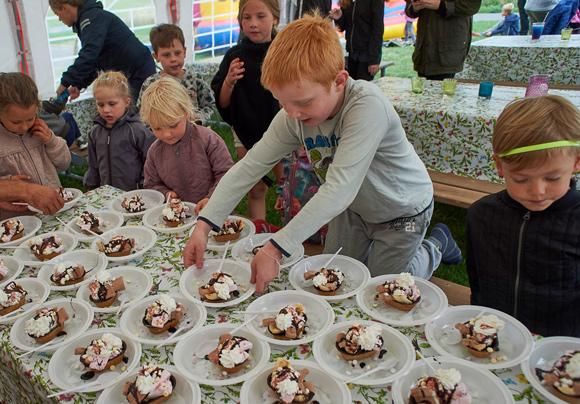 Forsiden:  Sommerfest i Østergårdsparken. Foto Bo Sigismund