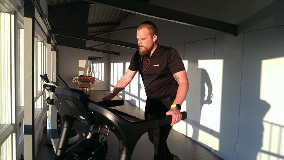Næstformand Dan Hegelund afprøver det nye udstyr.