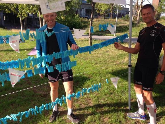 Henning Lorenzen (i sort) og Peter Jørgensen fra Brabrand IF Motion, løb hovedparten af de 221 runder (á 1,6 km).