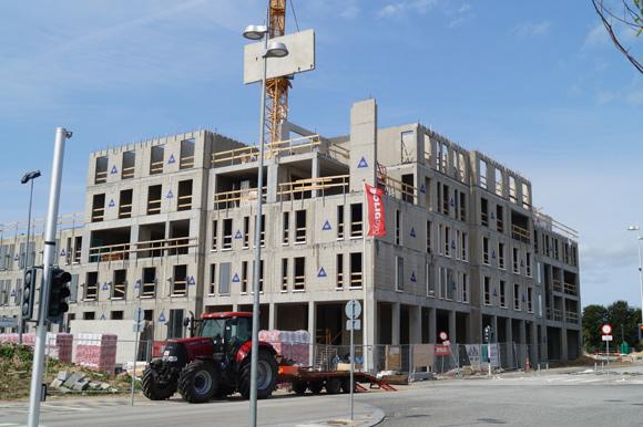 Kollegiet tårner sig op, og nu kan vi faktisk se, hvordan bygningen skal se ud.