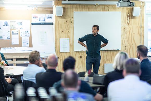 Sociolog og journalist Aydin Soei holdt indlæg om integration, udsatte områder, kriminalitet og radikalisering.