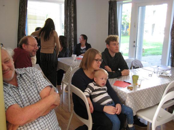 Flere havde taget deres børn med til mødet, der foregik lørdag formiddag.