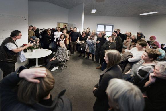 Anders Glahn (yderst t.v.) var en af dem der holdt åbningstale, mens gæsterne lyttede interesseret..