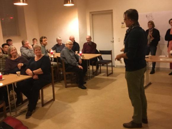 Formand for Brabrand-Årslev Fællesråd Holger Lyngklip Strøm byder velkommen.