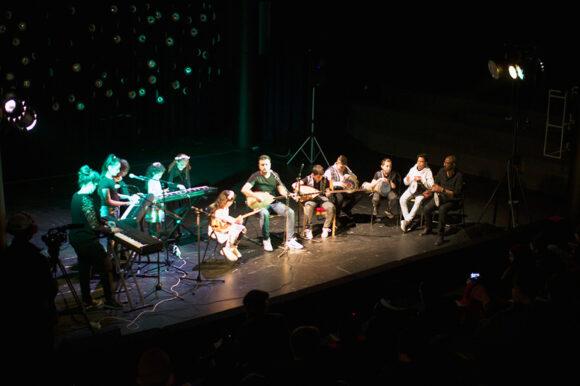 Koncert af Muziba, mange af musikerne er børn fra Tovshøjskolen.
