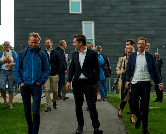 Direktør Keld Laursen var guide på turen rundt i afdeling 3