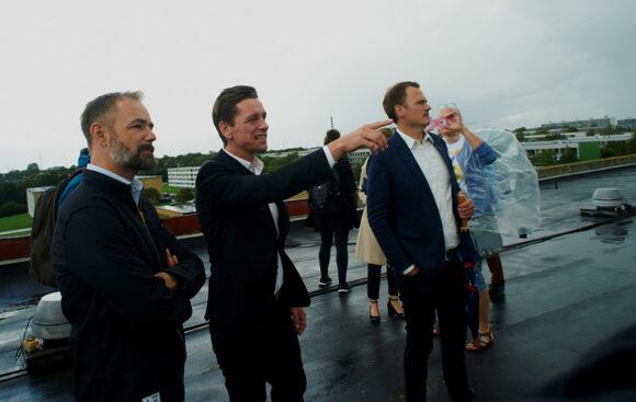 Forsiden: Boligministeren på besøg i Skovgårdsparken. Foto Bo Sigismund
