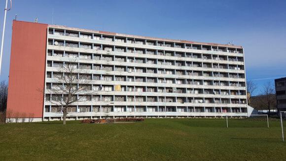 Højhuset på Astridsvej i Skovgårdsparken skal gennemgå en såkaldt sokkelrenovering.