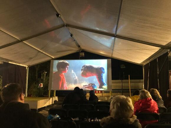 Det fungerede fint med at se E.T. på storskærm, selvom det var lidt koldt.