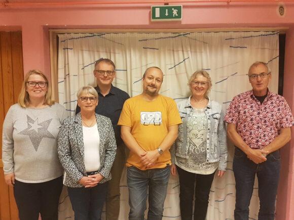 Den samlede bestyrelse: Gitte Hougaard, Karen Michaelsen, Kasper A. Bakkensen, Berit Bramm og Asger Frederiksen. Bagerst ser vi den nye suppleant Karsten Pedersen.
