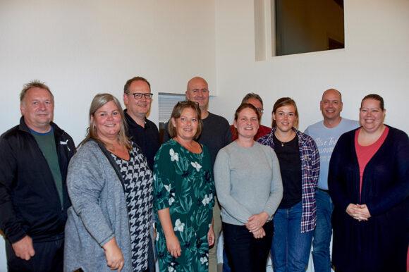 Billede af alle deltagerne til beboermødet.