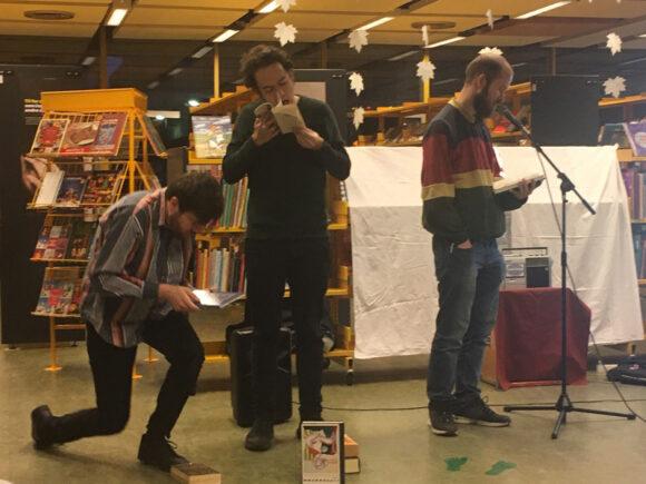 """Århus-trioen """"Ild i dit ansigt"""" brugte bibliotekets bøger som rekvisitter."""