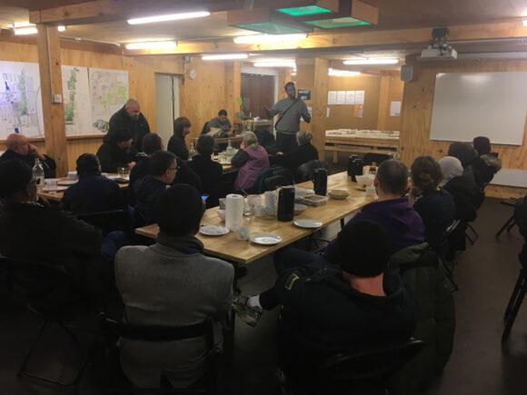 På Gellerupparkens beboerinfomøde den 4. december mødte et halvt hundrede beboere fra de nedrivningsdømte blokke op for at snakke med afdelingsbestyrelsen.