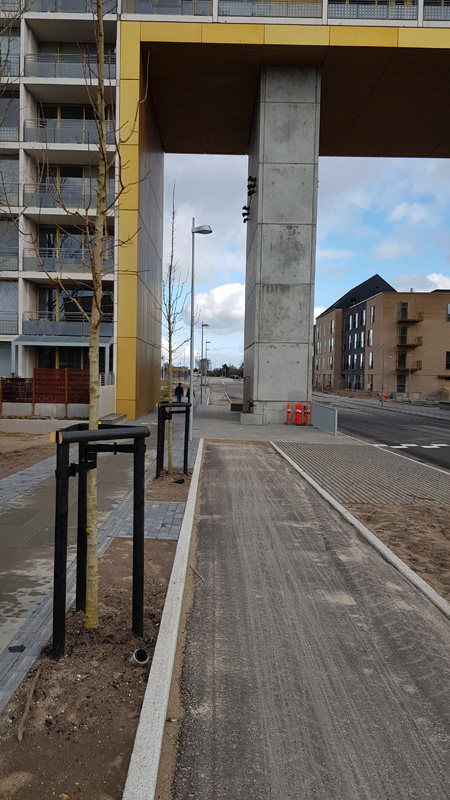 Cykelstien Trille Lucassens Gade gennem porten.
