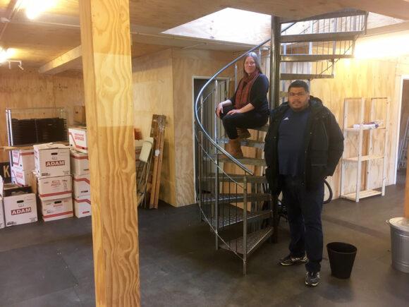 Sophie Rasmussen og Chadi Ali Kayed er i fuld gang med at flytte ind i de gammelkendte lokaler.
