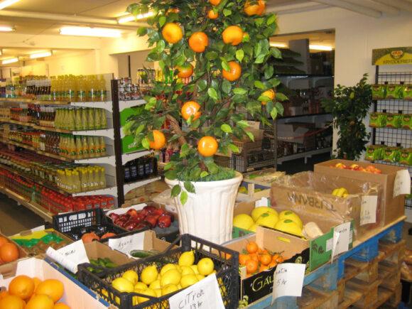 Der er et godt udvalg af frugt og grønt hos Aska.