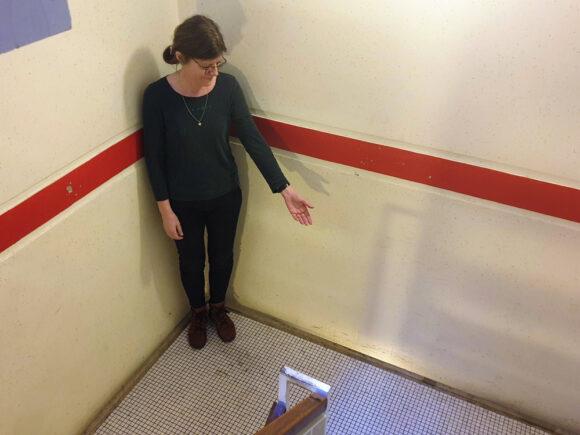Ditte Severinsen har selv vasket trappe, fordi hun syntes, der var for beskidt.