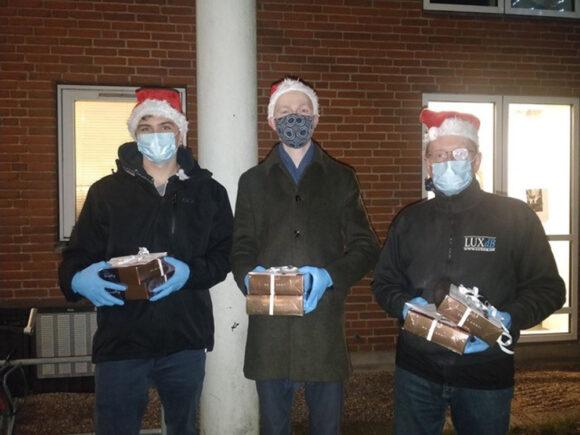 De glade uddelere af chokoladen fra Netto var Esben, Frederik og Mathias fra afdelingsbestyrelsen i Thorsbjerg.