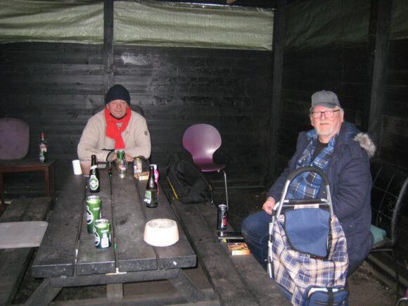 Jimmy og Mogens (t.h.) i skuret.