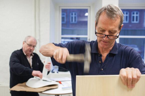 Jesper Pedersen (tv) og bestyrelsesmedlem  Anders Andersen var med til at indrette  antenneforeningens medlemsbutik i 2014.